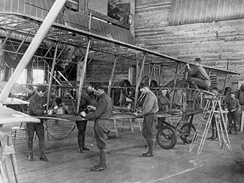 Students rig biplane