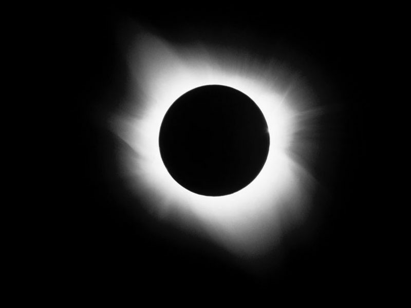 http://web.mit.edu/kayla/Public/Backgrounds/Solar%20Eclipse.JPG