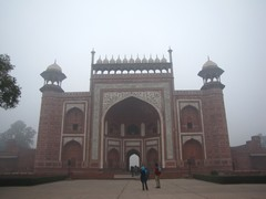 Agra035_TajMahal_FirstGate