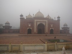 Agra054_TajMahal_FirstGate