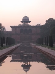 Agra056_TajMahal_FirstGate