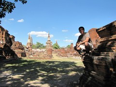 Ayutthaya359_WatMahathat_ClimbingUp