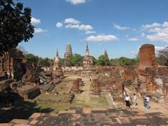 Ayutthaya364_WatMahathat_ClimbingUp