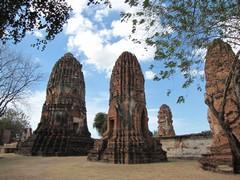 Ayutthaya423_WatMahathat_Prangs