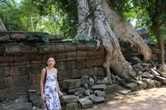 Cambodia1835_TaPhrom_BackAround