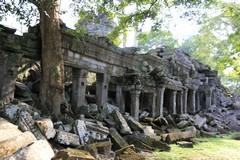 Cambodia1865_TaPhrom_BackAround