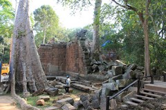 Cambodia1871_TaPhrom_BackAround