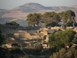 Crete0977_Faistos_LittleHillAcross