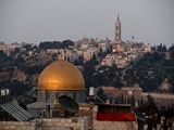Jerusalem057_ThroughTown