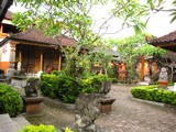 Ubud0204_MonkeyForestShops