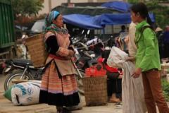 Vietnam0164_BacHa_Streets