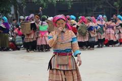 Vietnam0199_BacHa_MainStreet