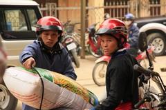 Vietnam0266_BacHa_MainStreet