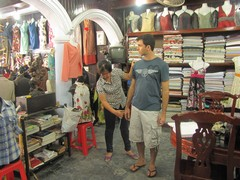 Vietnam3916_HoiAn_ShoppingSpree