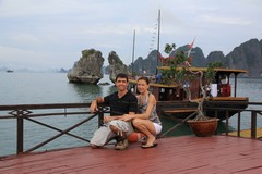Vietnam5044_HaLong_KissingRocks