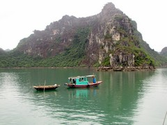 Vietnam5071_HaLong_KissingRocks