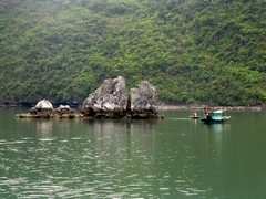 Vietnam5095_HaLong_KissingRocks