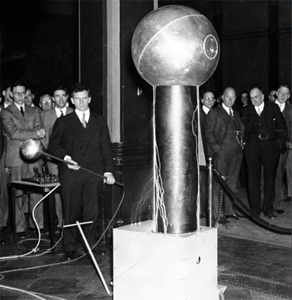 At an alumni meeting in the 1930s, Robert Van de Graaff (at left) wowed the crowed in the Hotel Statler with fully-working scale models of his eponymous generators and their display of electricity and sparks.