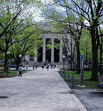 77 Massachusetts Avenue entrance to MIT